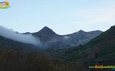 Riolago – Lago Chao – Pico La Ferrera (2.122 m) – Alto de la Cañada (2.157 m) – Rabinalto (2.117 m) – Peña La Arena (2.116 m) – Valgrán (2.091 m) – Alto de Terreiros (2.061 m) – Laguna de Terreiros – La Braña Vieja (2.029 m)